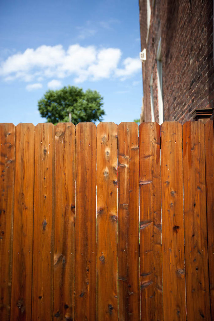 fence staining in St Louis